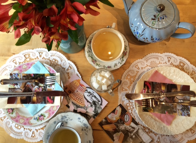 Afternoon Tea w/ Alice In Wonderland